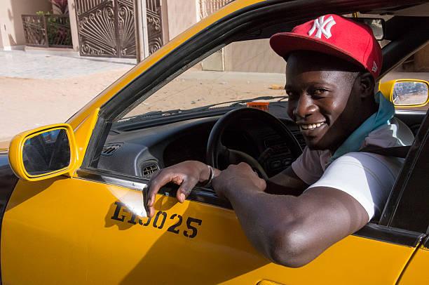 Taxi driver in the city of Dakar - foto de stock