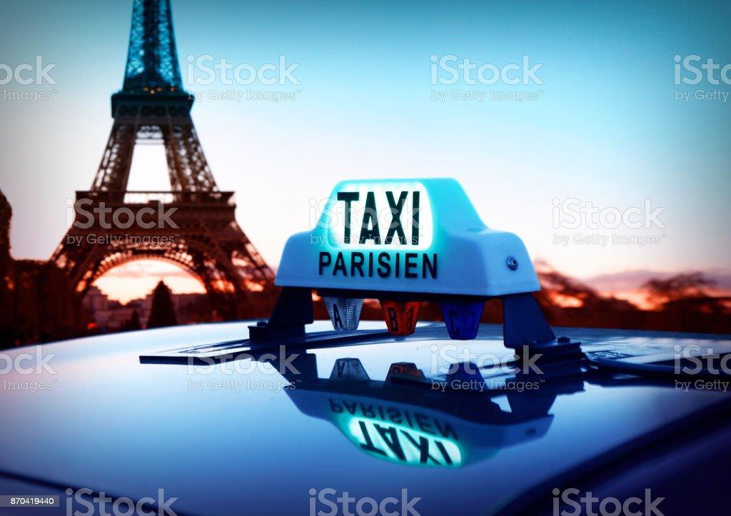 Taxi in Paris auf den Eiffelturm – Foto