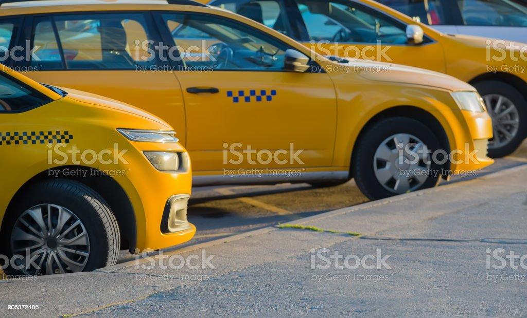 Taxi auf dem Parkplatz – Foto