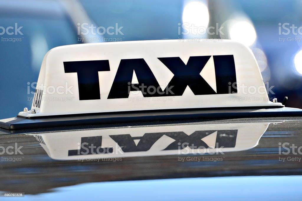 Taxi sign, traffic in background Стоковые фото Стоковая фотография