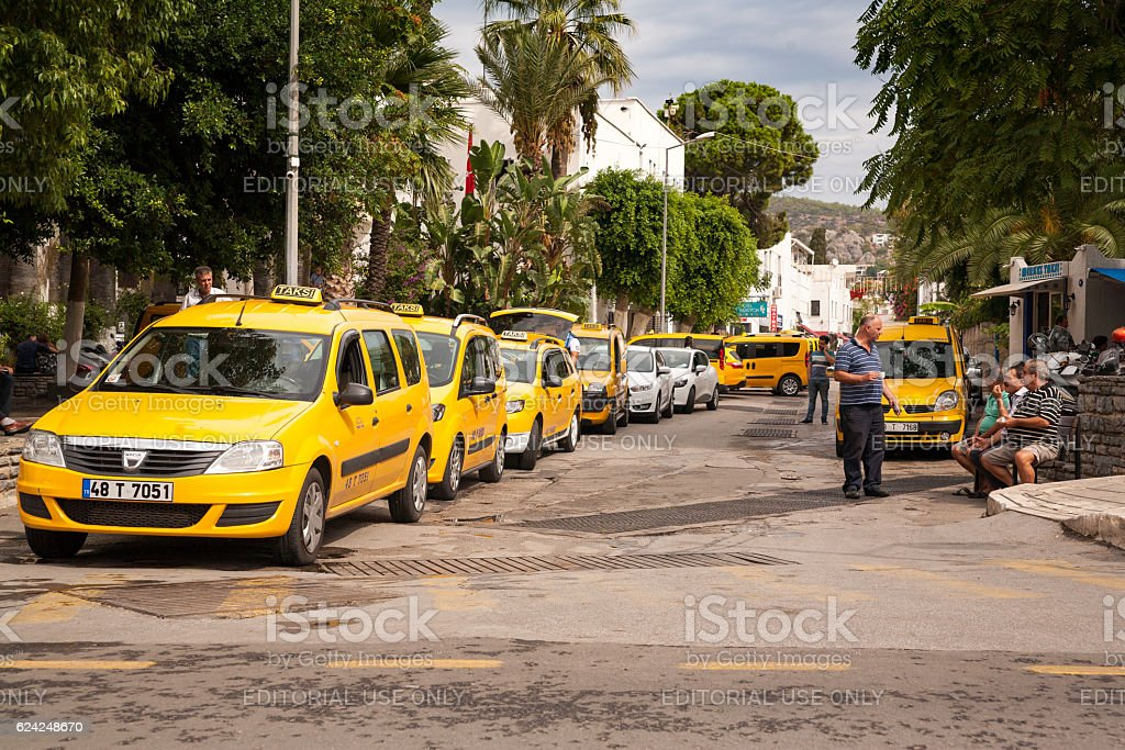 Taxi stop. Drivers waiting for passengers and drink Turkish Tea. – zdjęcie