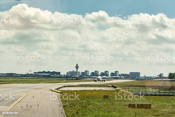 Taxiing At Amsterdam Schiphol Airport Stockfoto en meer beelden van Bedrijfsleven