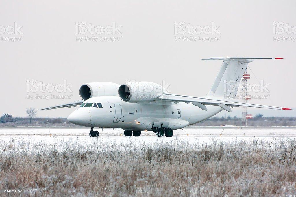Taxiing rare aircraft in cold winter airport royaltyfri bildbanksbilder
