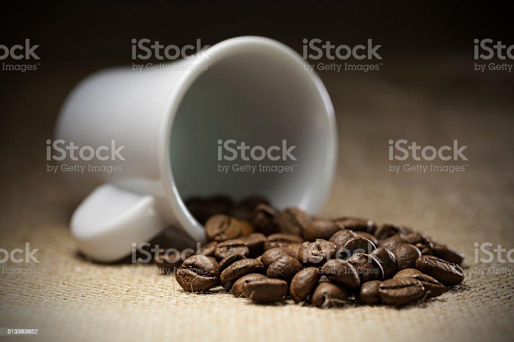 taza de cafe derramado stock photo