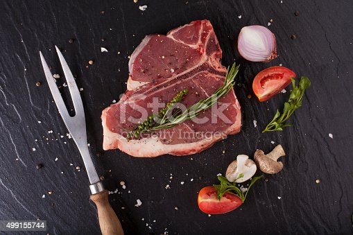 808351132 istock photo T-bone steak 499155744
