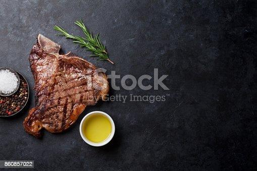 808351094istockphoto T-bone steak 860857022