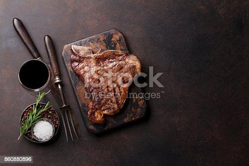 808351094istockphoto T-bone steak 860880896