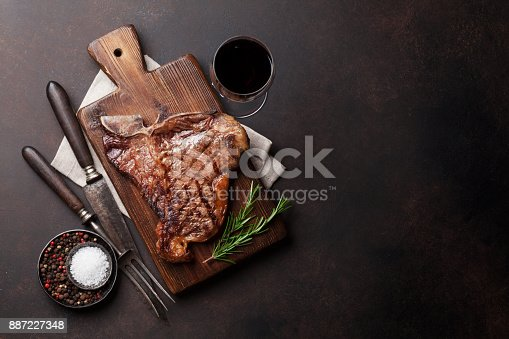 808351132 istock photo T-bone steak 887227348