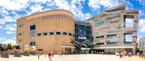 te papa tongarewa oder das museum of new zealand in wellington - neuseeland kunst stock-fotos und bilder