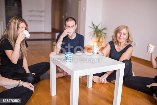 istock Tea after yoga class just fits perfect 673570562