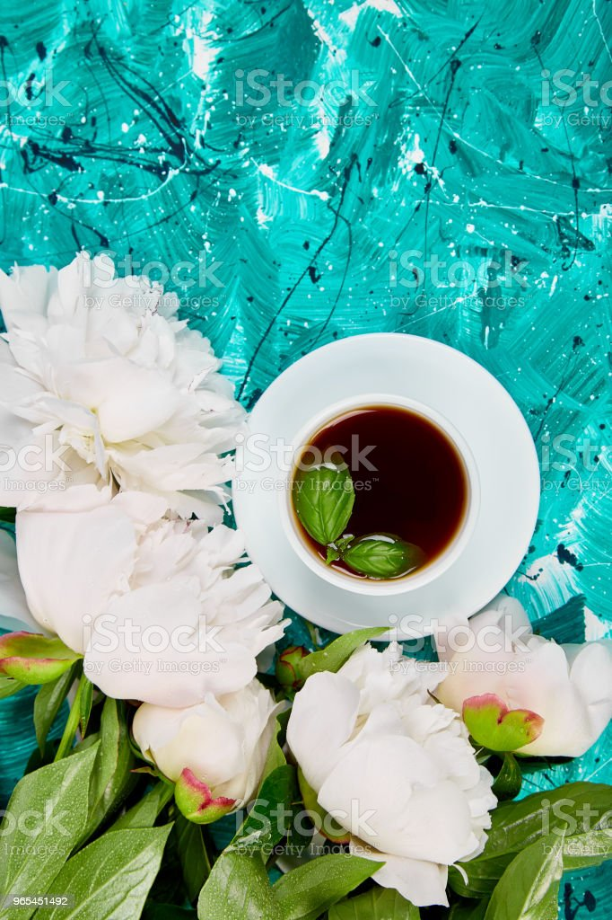 Tea and bouquet of white peony zbiór zdjęć royalty-free