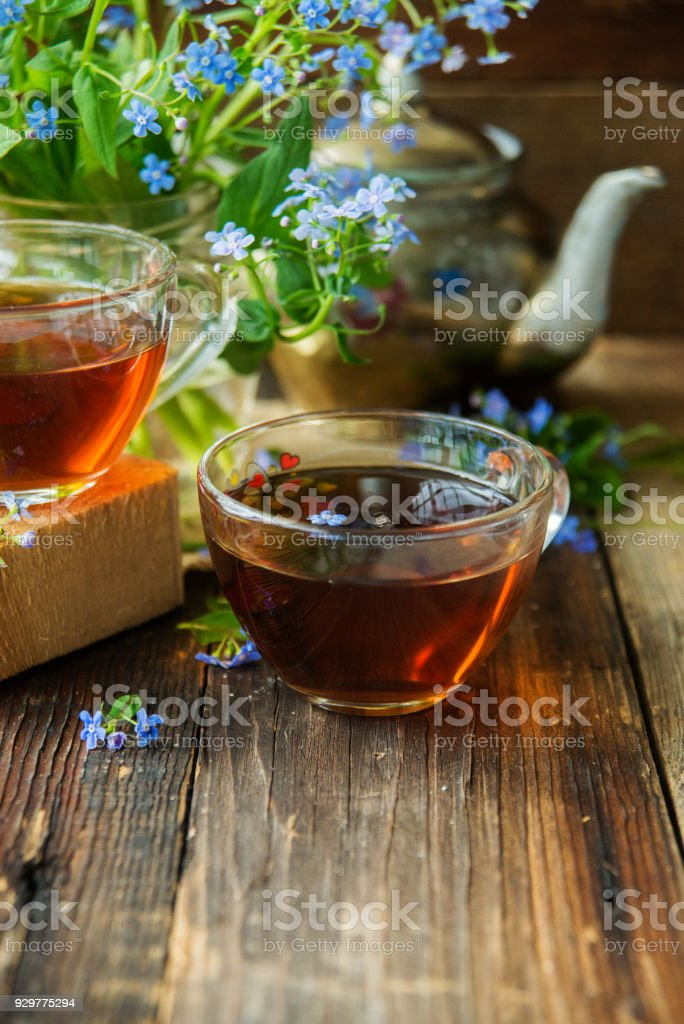 tea-cup-te​apot-honey​-jar-and-s​ummer-bouq​uet-of-blu​e-cornflow​ers-on-pic​ture-id929​775294