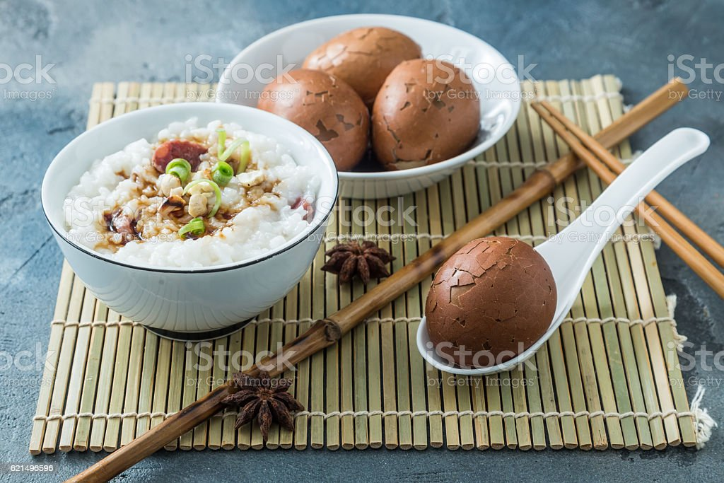 Tea eggs with rice porrige, chinese breakfast photo libre de droits