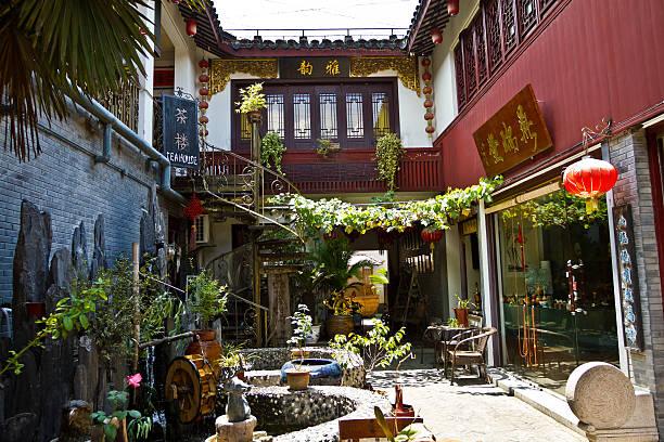 tea house meter in die altstadt qibao - teeladen stock-fotos und bilder
