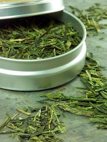 Teeblätter Stockfoto und mehr Bilder von Behälter
