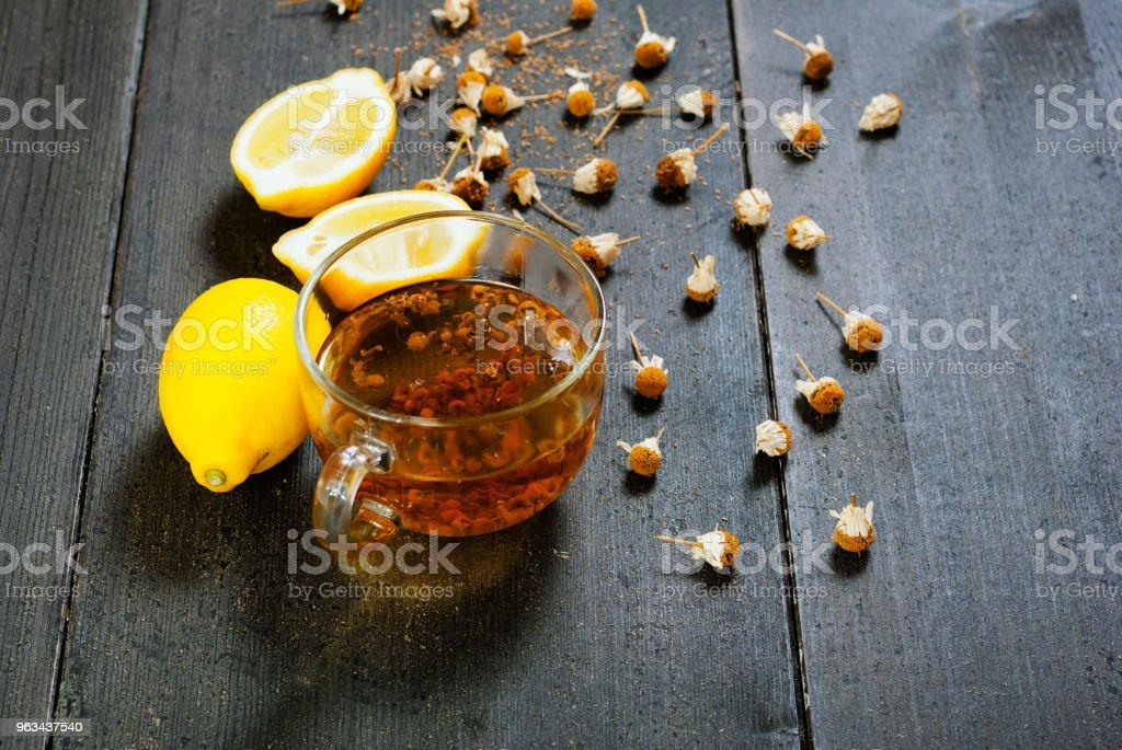Tea on black - Zbiór zdjęć royalty-free (Alternatywny styl życia)