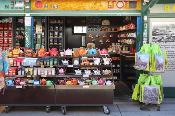 tee shop wien - naschmarkt stock-fotos und bilder