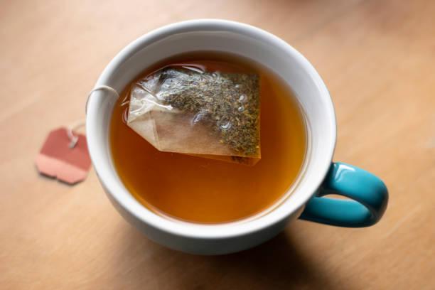 Teebeutel in die Tasse – Foto
