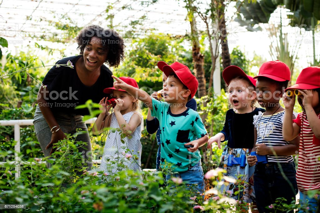 Teacher and kids school learning ecology gardening - foto stock