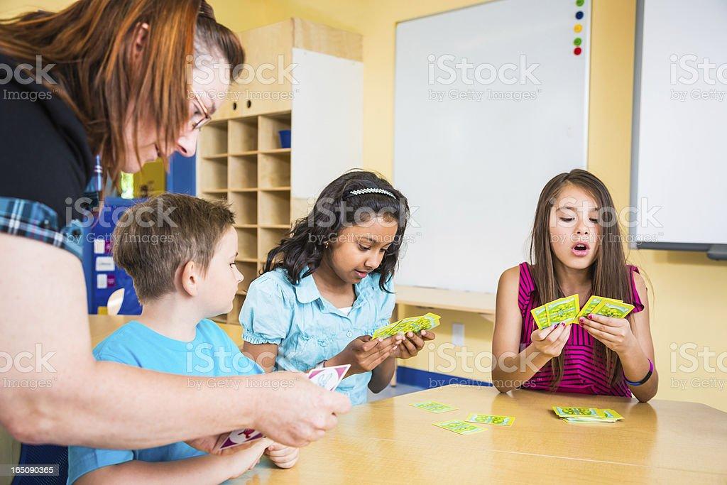 Lehrer und Schule Kinder-card game – Foto