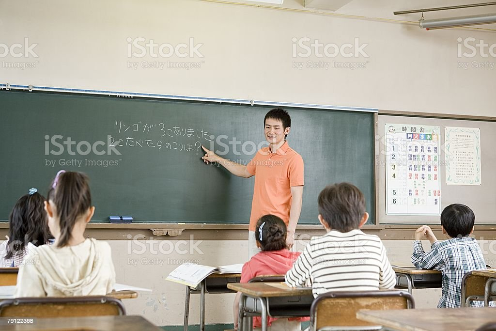 教師、黒板に位置 ストックフォト