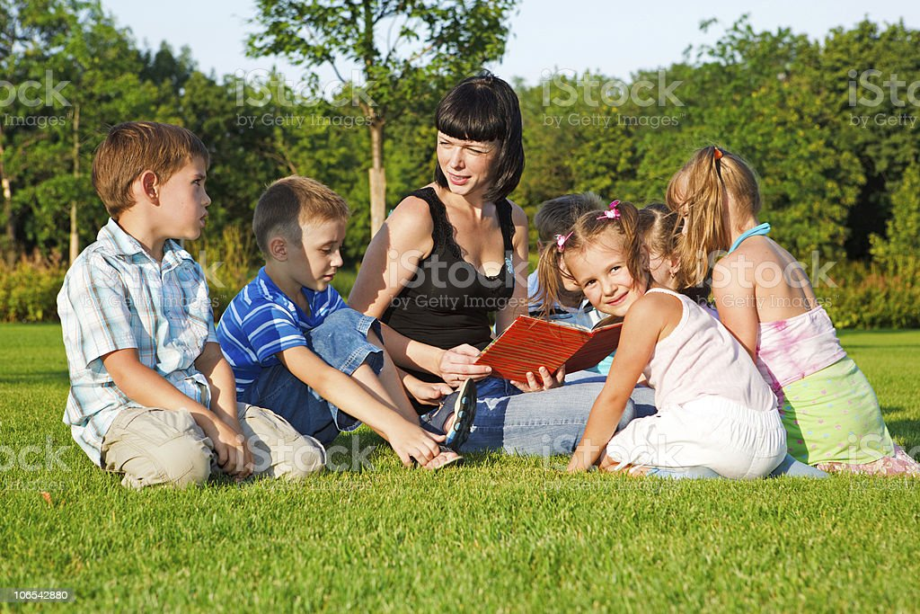 Teacher reading to kids royalty-free stock photo