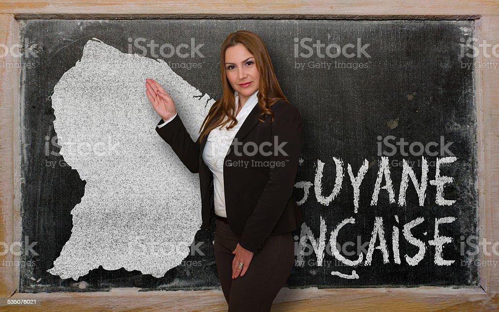 Enseignant montrant carte de Guyane française sur Tableau noir - Photo