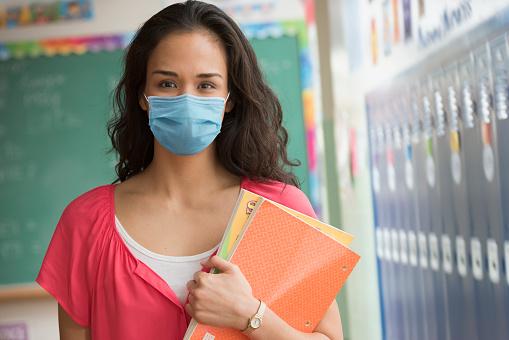 lockdown pandemia people wearing mask