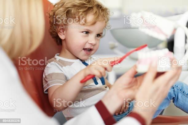Lehrekind Zu Kümmern Zähne Stockfoto und mehr Bilder von Zahnarzt