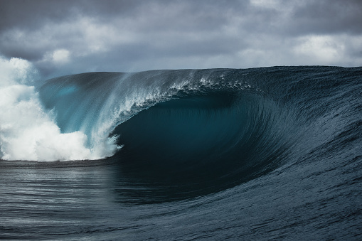 empty Tahitian wave