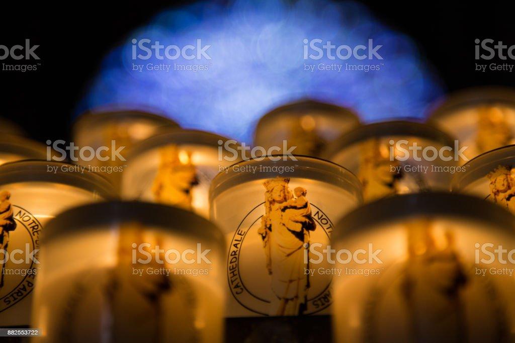 Teelichter in einer Kirche – Foto