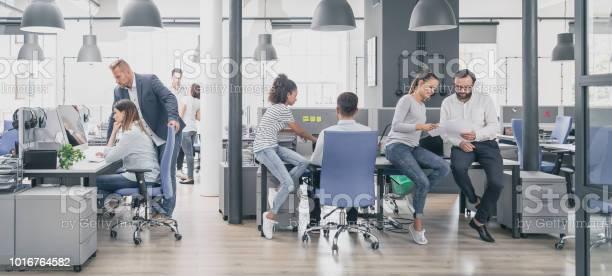 Team At Work Concept - Fotografias de stock e mais imagens de Adulto