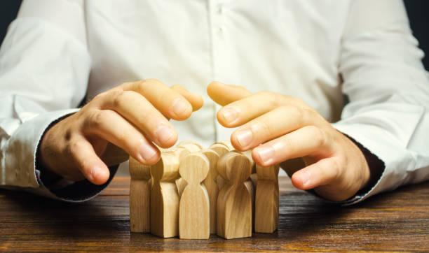 team-versicherungskonzept. personalmanagement. personalrekrutierung. gewinnung hochqualifizierter top-manager und enger spezialisten. aktive kandidatensuche. headhunting - erinnerung stock-fotos und bilder