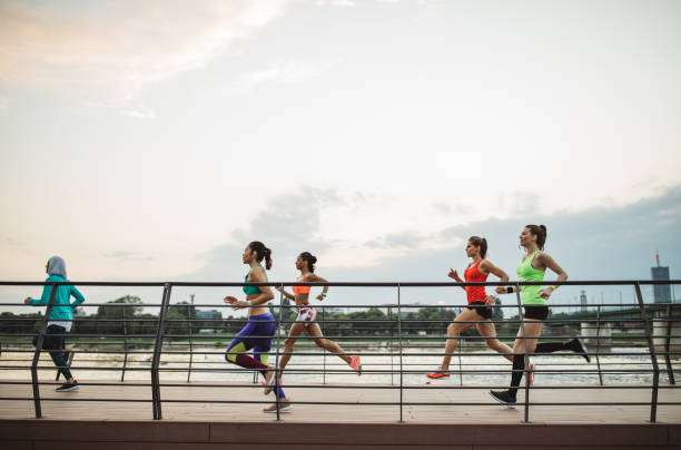 team, joggen - joggerin stock-fotos und bilder