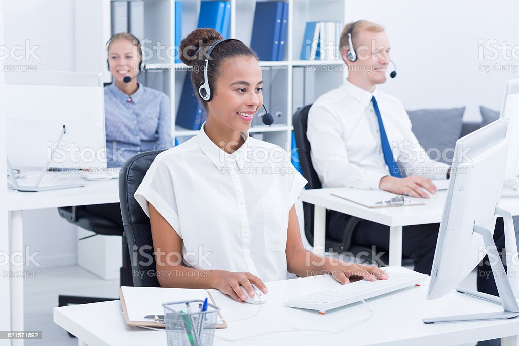 Team of businesspeople with headsets photo libre de droits