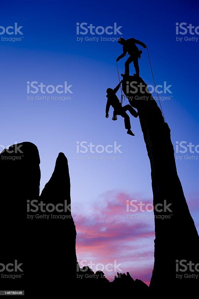Team der Bergsteiger auf dem Gipfel. Lizenzfreies stock-foto