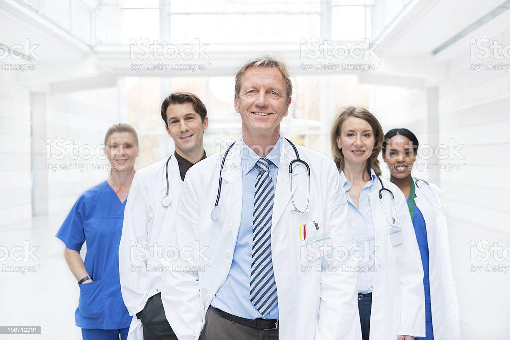 Team von Ärzten und Krankenschwester spielen – Foto