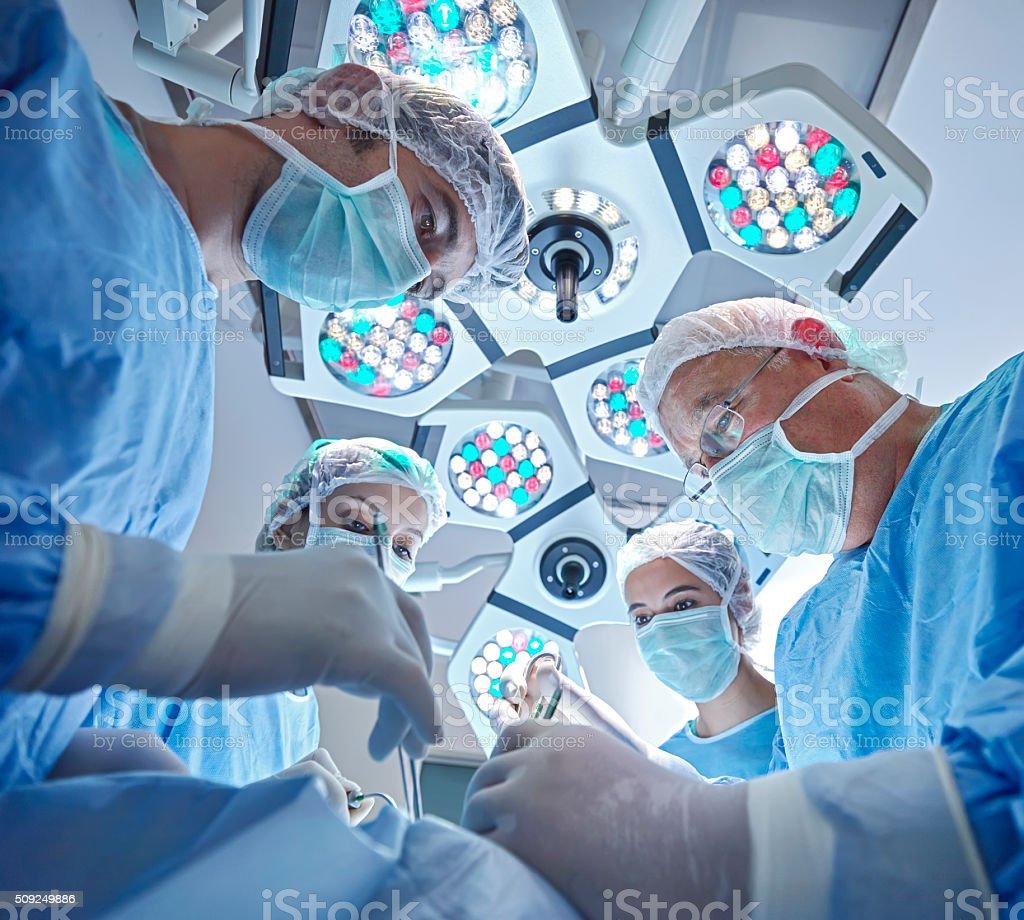 Team der Krankenschwestern und Chirurgen in surgery – Foto