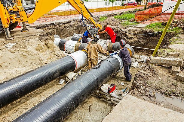 team of workers on building new pipeline - greppel stockfoto's en -beelden