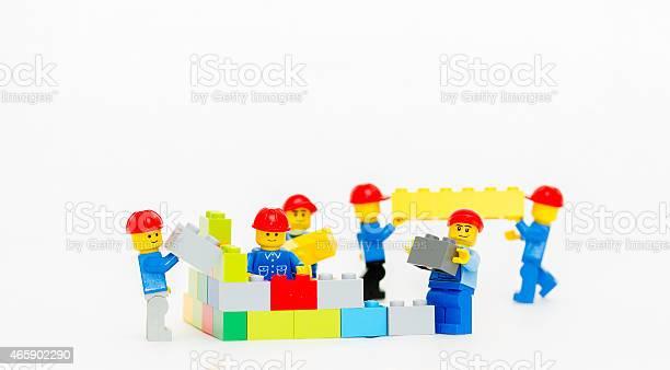 Team Of Workman Lego Mini Figure Build A Wall 照片檔及更多 人 照片