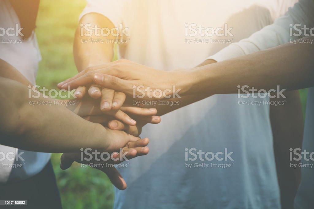 Team Teamarbeit Join Hand zusammen Geschäftskonzept, macht der freiwilligen Wohltätigkeit, Stapel von Menschen hand – Foto