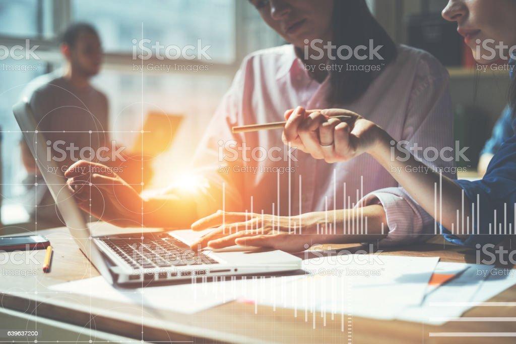 Team working on a project in loft office - Lizenzfrei Arbeiten Stock-Foto