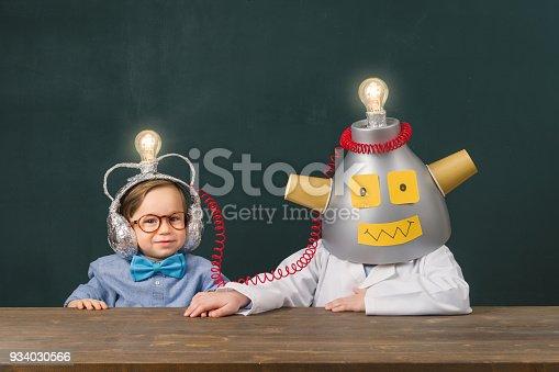934033182 istock photo Teamwork for big ideas. 934030566
