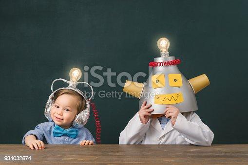 934033182 istock photo Teamwork for big ideas. 934032674