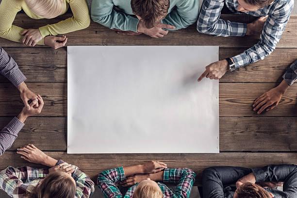 concetto di lavoro di squadra incontro - business meeting, table view from above foto e immagini stock