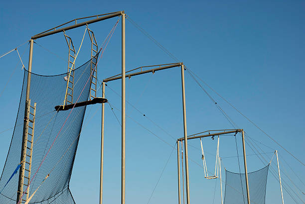 teamwork (teamarbeit) - trapez stock-fotos und bilder
