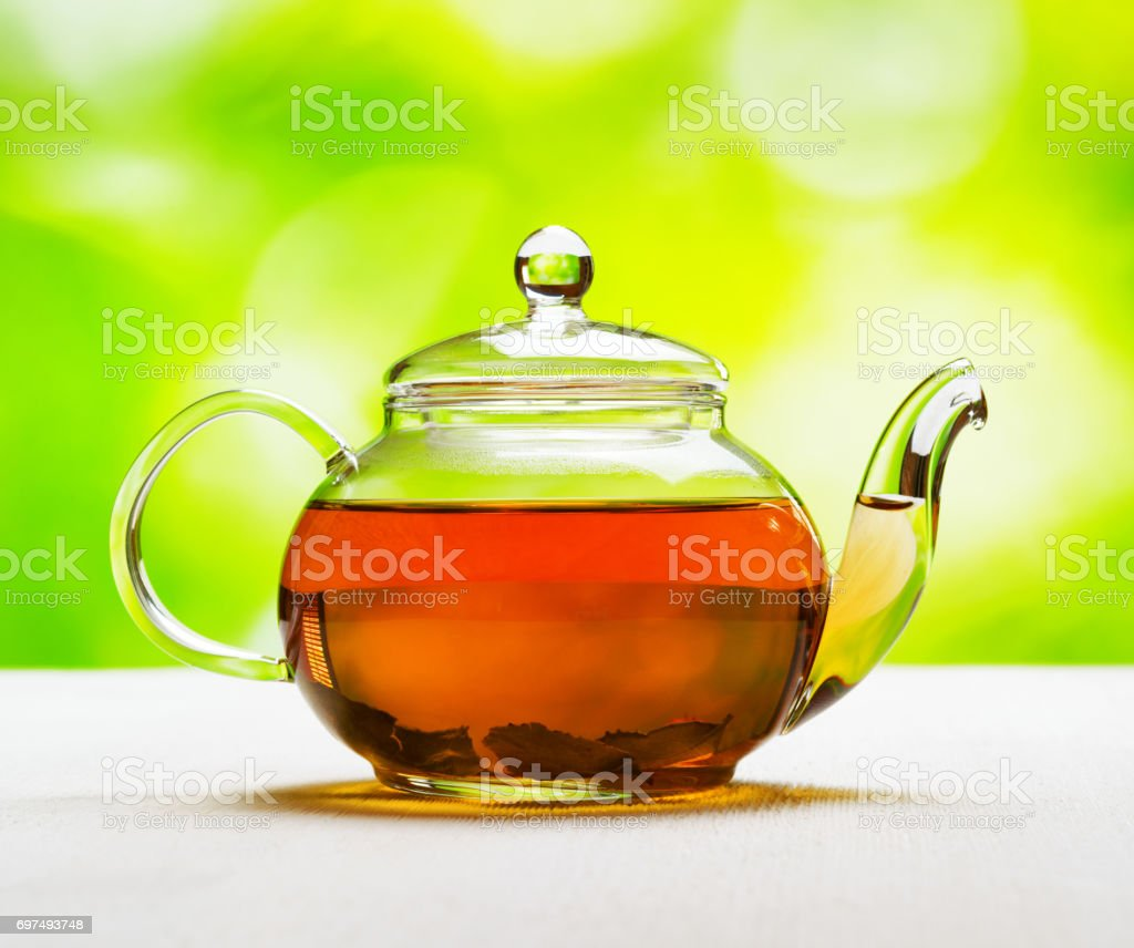 Teapot of fresh tea on natural background - foto stock