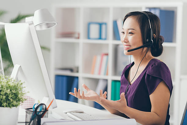 Technic support operator Vietnamese technic support operator in a headset hands free device stock pictures, royalty-free photos & images