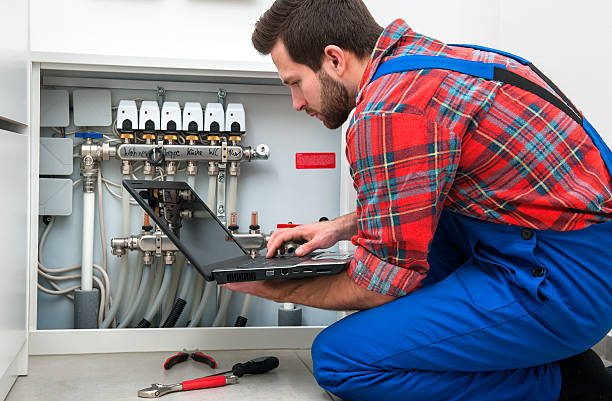 Technician checking the pipes' diagnostics at work Technician servicing the underfloor heating pipefitter stock pictures, royalty-free photos & images