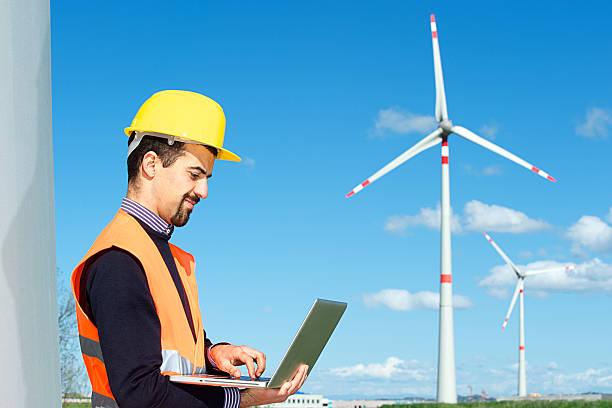 Techniker Ingenieur im Wind Turbine Power Generator-Station – Foto